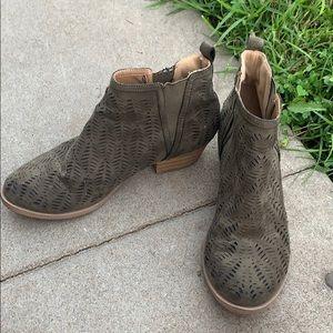 Rockport forest green slit slip-on ankle bootie